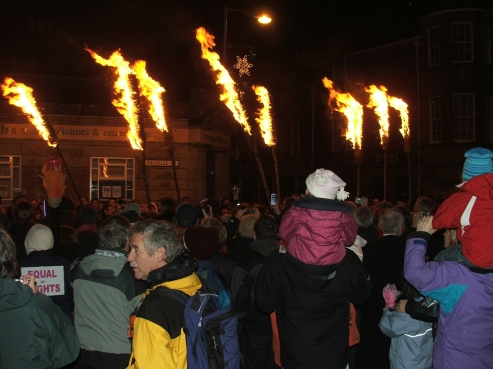 Flambeaux at Comrie New Year2007